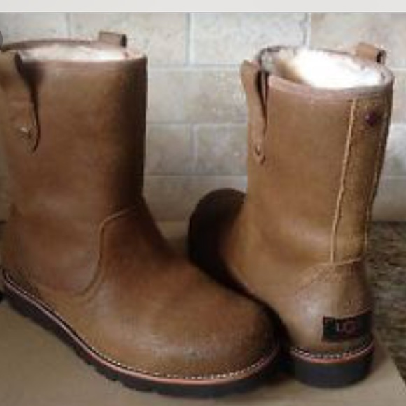 7320235f5bf Men Ugg Boots -Waterproof Size 10